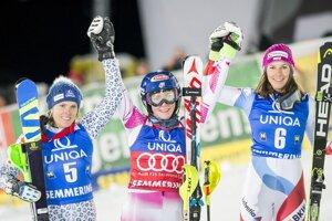 Veronika Velez-Zuzulová (vľavo) sa raduje z druhého miesta.