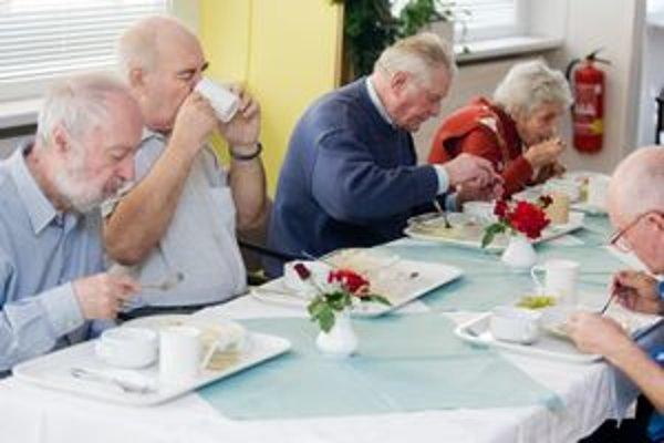 Úhrada za stravovanie patrí k najcitlivejším. Zariadenia môžu do nej preniesť zvýšenie cien potravín i energií.