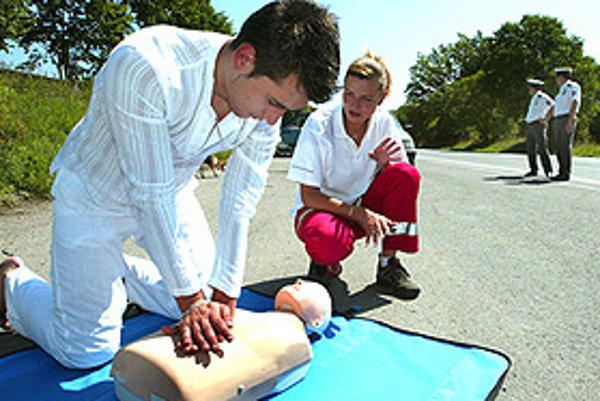 Veľkou tradičnou dobrovoľníckou organizáciou je Slovenský Červený kríž.
