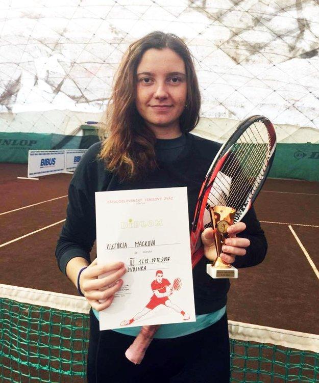 Viktória Macková (ŠK ŠOG Nitra) získala tiež tretie miesto v dvojhre dorasteniek.