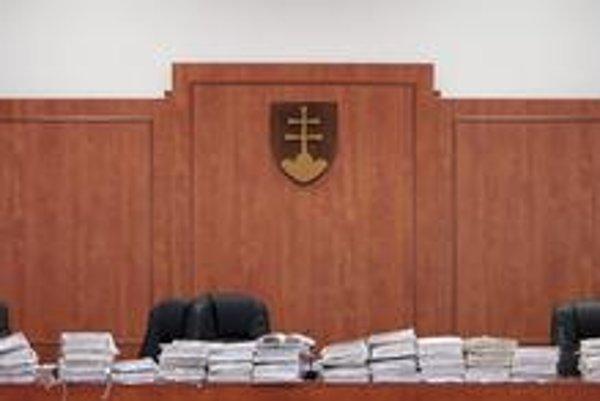 Spisy na súdoch čakajú.
