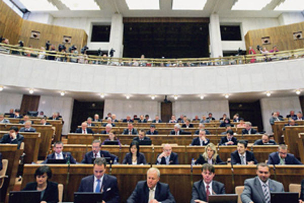 Hlasovanie parlamentu nie je vyvrcholením práce len pre poslancov.