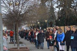 Takto vo februári protestovali učitelia a obyvatelia Pezinka za lepšie školstvo.
