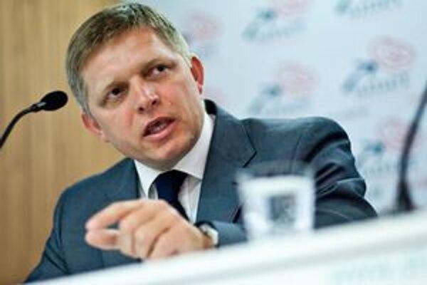 Podľa Fica sa premiérka snaží mlčaním zahladiť kauzu prenájmu budovy pre daniarov v Košiciach.