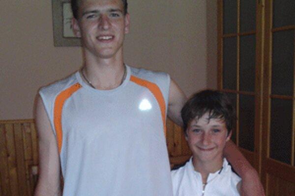 Dorastenec Mário Turčan (vľavo)a mladší žiak Tomáš Líška sú majstri Slovenska.