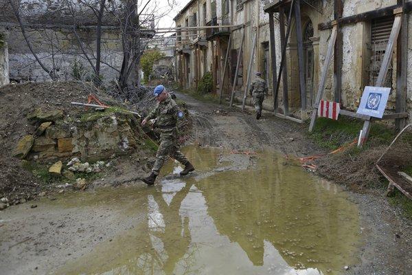 Rozdelený Cyprus stále strážia mierové jednotky OSN.