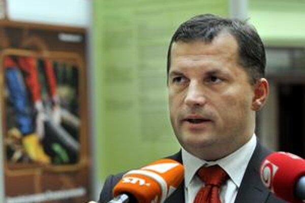 Ministra Nagya odpočúvajú, tvrdí poslanec SNS.
