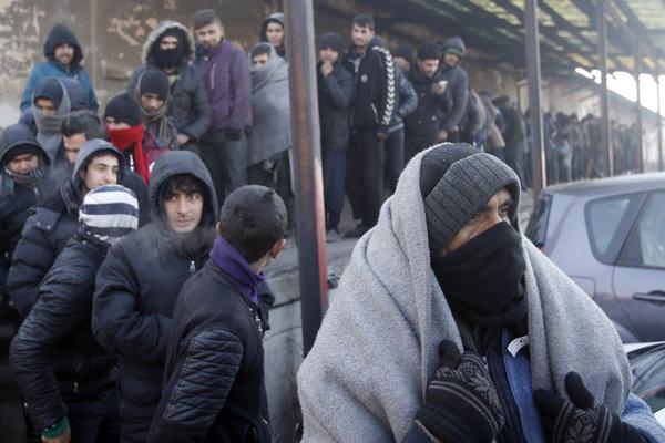 Migranti trasúci sa od zimy v Belehrade.