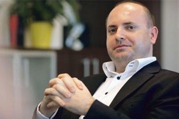 František Borovský začínal v médiách ako rozhlasový spíker a moderátor košickej TV Global. Pri vzniku televízie Joj bol vedúcim skladby programu. V tíme Richarda Rybníčka v STV bol intendantom Jednotky. V roku 2005 sa vrátil do Joj. Začiatkom roka 2006 sa
