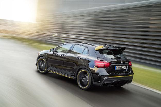 Špičkový Mercedes-AMG GLA 45 4Matic je dostupný aj v exkluzívnej verzii Yellow Night Edition