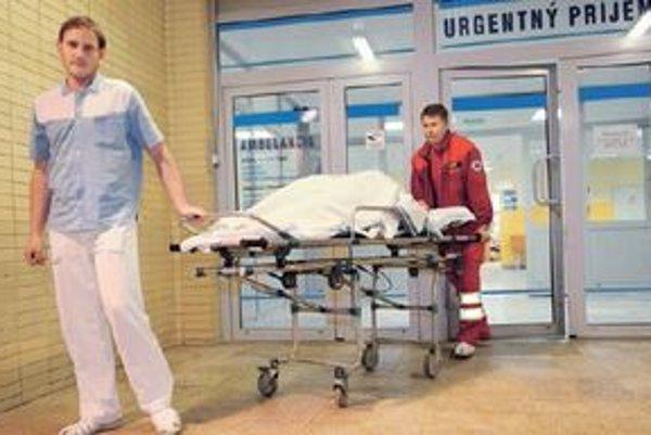 Nemocnice by mali vyčleniť dve lôžka pre intoxikovaných pacientov.