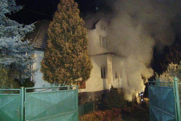 Škoda je zatiaľ neznáma. Bude vyčíslená neskôr, hasiči uchránili hodnoty za desaťtisíce eur.