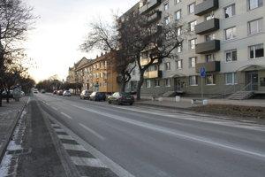 Spoplatnenie by sa malo dotknúť aj Hlavnej ulice, kde nedávno vytvorili parkovacie miesta.