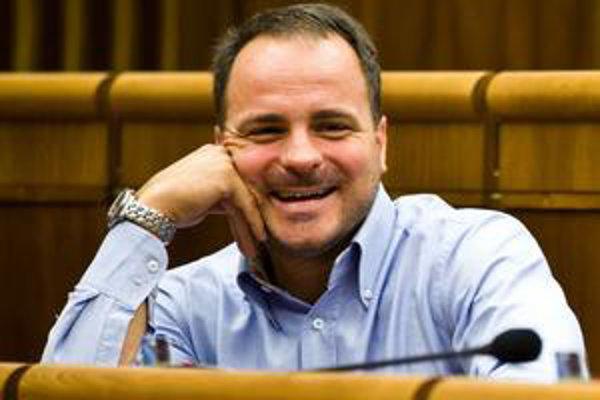 Juraj Droba spoluprácu s Richardom Rašim zo Smeru označuje za odbornú prácu pre ministerstvo zdravotníctva.