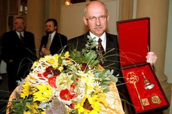 Bývalý primátor Bratislavy za KDH Peter Kresánek pridelil v 90. rokoch byty viacerým prominentom z politiky, biznisu aj justície.