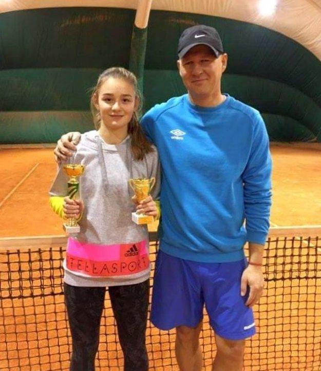 Ema Dičérová s trénerom Norbertom Hrotkom.