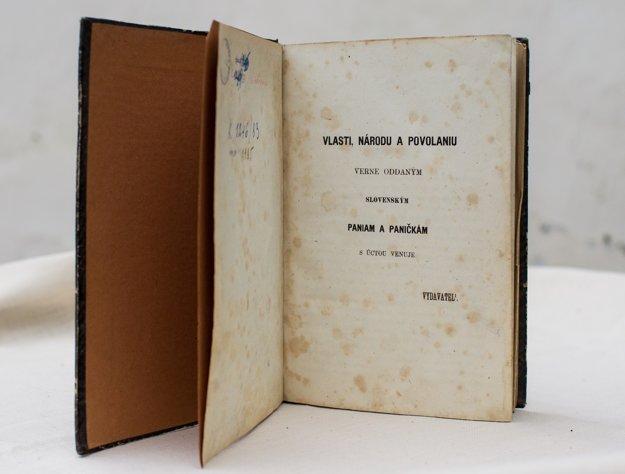 Vlasti, národu a povolaniu. Verne oddaným slovenským paniam a paničkám s úctou venuje vydavateľ. Takéto venovanie dnes v žiadnej knihe už nenájdete. Zdroj - Múzeum Ľudovíta Štúra v Modre