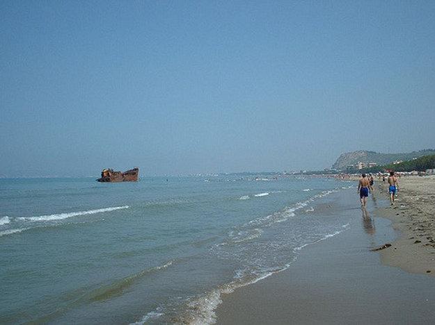 Durres - pláž, Albánsko.