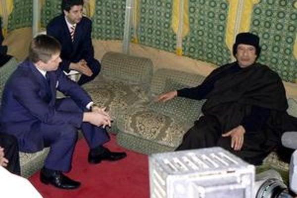 V roku 2007 počas návštevy Fica v Líbyi.