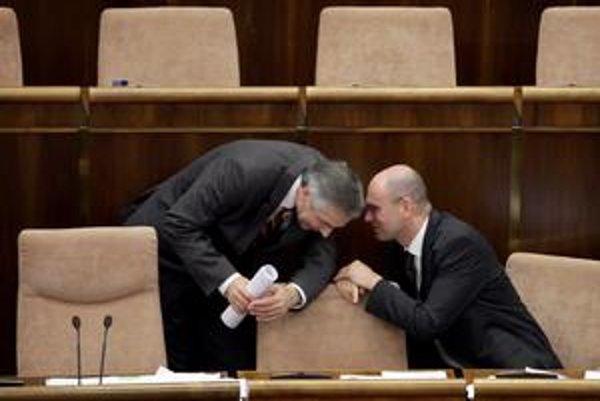Šéfovia KDH a SaS Ján Figeľ a Richard Sulík. KDH má pocit, že na bezpečnostné otázky má lepšieho človeka, ako by ponúkla SaS.