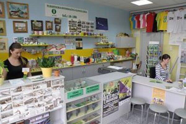 Turisticko-informačná kancelária pracuje už dva roky vo väčších priestoroch.