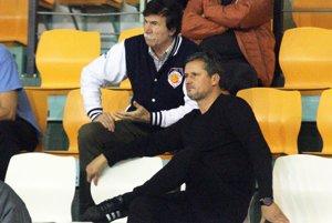 V popredí prezident klubu Stanislav Michalík, za ním technický vedúci Jozef Mečiar.