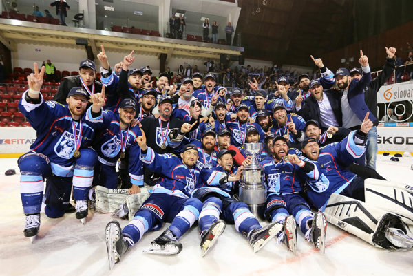 Zlatí hokejoví corgoni - 22. apríl 2016 priniesol prvý titul v histórii.