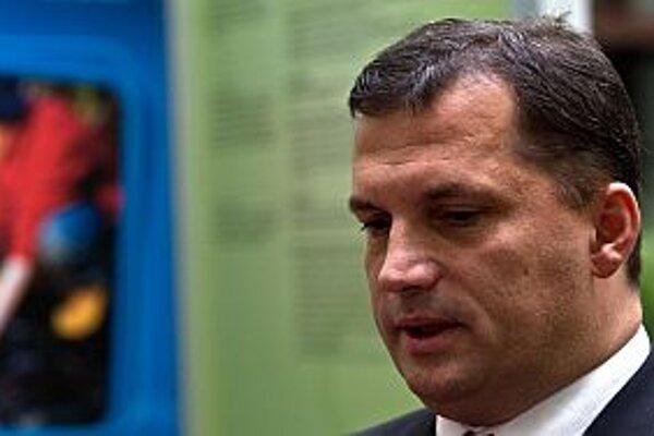 Podľa nového ministra po voľbách nešli na právne úkony v kauze emisie žiadne financie.