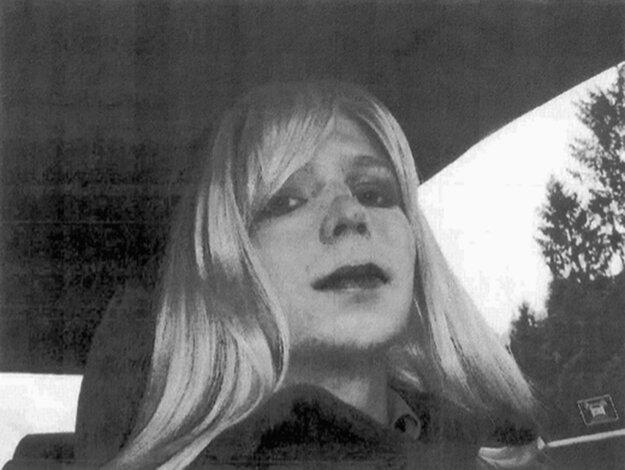 Z Bradleyho Manninga sa neskôr stala Chelsea Manningová.