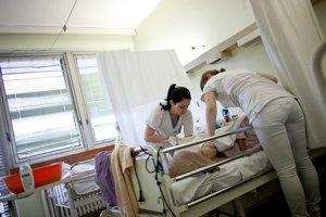 Odlev sestier do zahraničia by mohlo zastaviť zvýšenie platov.