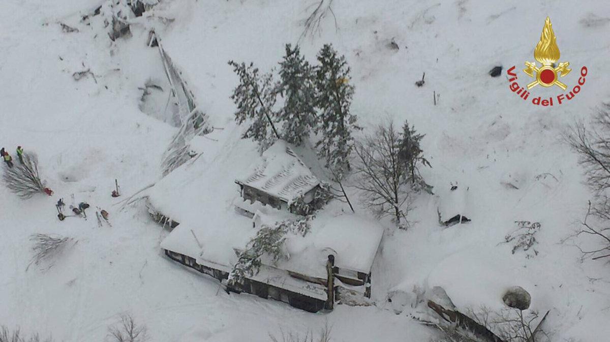 2d93345db392a Taliani začali v súvislosti s pádom lavíny vyšetrovať 23 ľudí - Svet SME