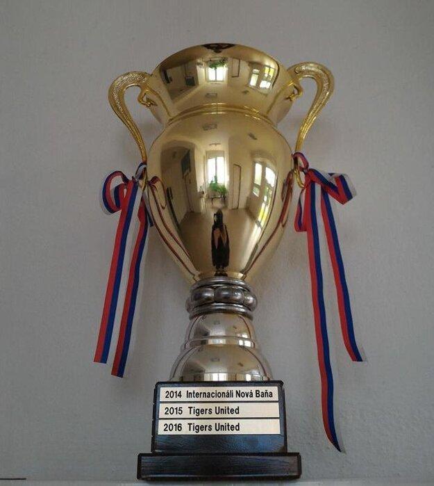 Putovný pohár pre víťaza.