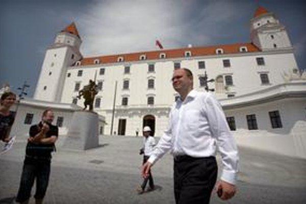 Svätopluka na Hrade pasovala bývalá vláda za prvého kráľa Slovákov.