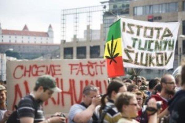 Za dekriminalizáciu a toleranciu marihuany na Slovensku protestovalo v júni v Bratislave niekoľko stoviek ľudí.