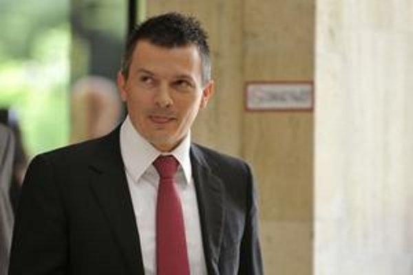 Exministrovi financií Jánovi Počiatkovi zo Smeru a jeho hovorcovi Miroslavovi Šmálovi tak záležalo na tom, ako vyzerajú v očiach verejnosti, že za rady mediálnej odborníčky platili zo štátnych peňazí tisíce eur.