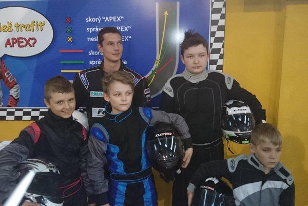 Mladí pretekári teamu Fibo Karting Crew.