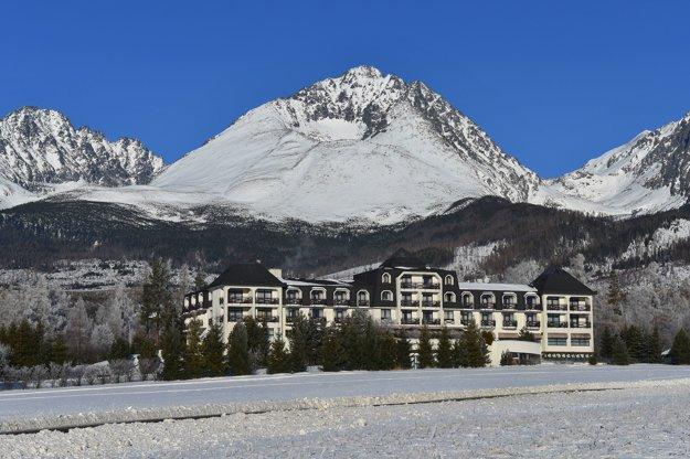 Pohľad na najvyšší vrchol Vysokých Tatier, Gerlachovský štít z obce Gerlachov.
