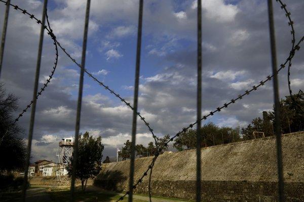Nárazníková zóna, v ktorej operujú vojenské jednotky OSN.