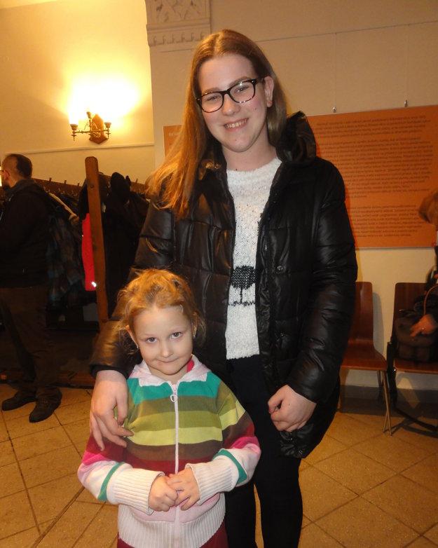 Ocenená Anna Fölkelová s malou Kajkou, ďalšou edukátorkou