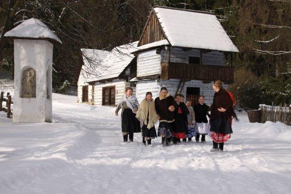 Detský folklórny súbor Turiec v skanzene.