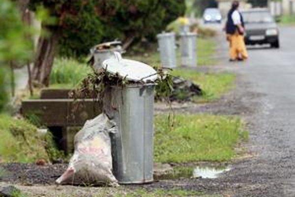 Dediny bez peňazí si so smetím neporadia.