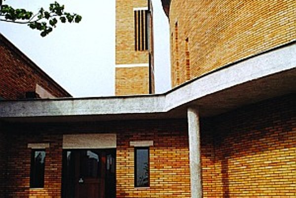 Rímskokatolícky kostol v Košiciach. Autori Štefan Zahatňanský, Ivan Rozdobuďko a Jozef Fabian