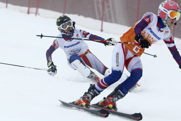 Slovenská lyžiarka Henrieta Farkašová (vľavo) a jej navádzačka Natália Šubrtová dosiahli ďalší úspech.
