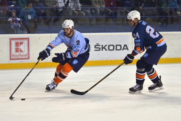 Český obranca sa vZápase hviezd nestratil. M. Dudáš (vľavo) dvakrát skóroval avyhral súťaž onajrýchlejšiu strelu.