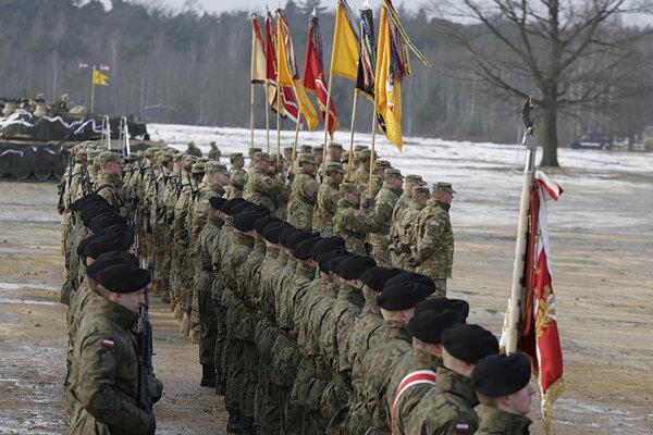Americkí a poľskí vojaci na spoločnom cvičení.
