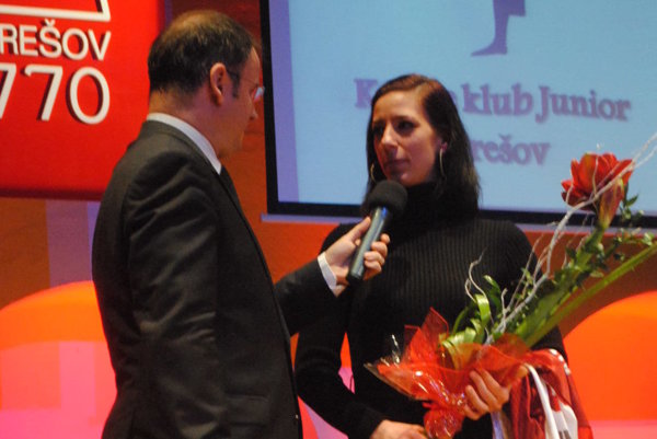 Lucia Langošová na pódiu.