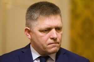 Robert Fico oznámil, že Holjenčík sa vzdal funkcie.