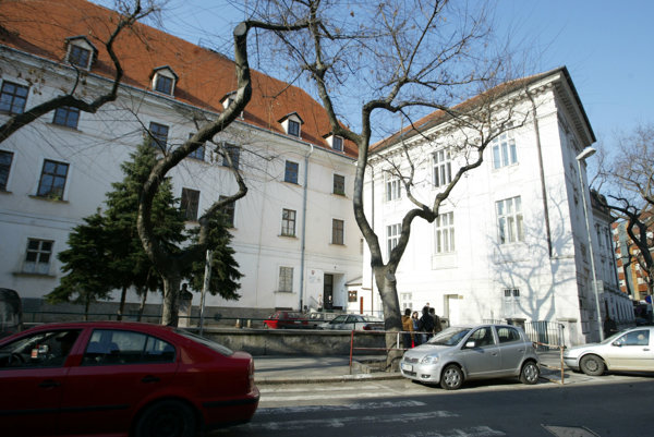 Vysoká škola sv. Alžbety v Bratislave.