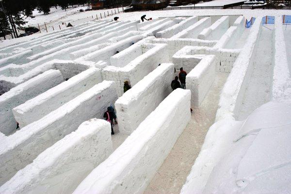 Chodby snehového labyrintu.