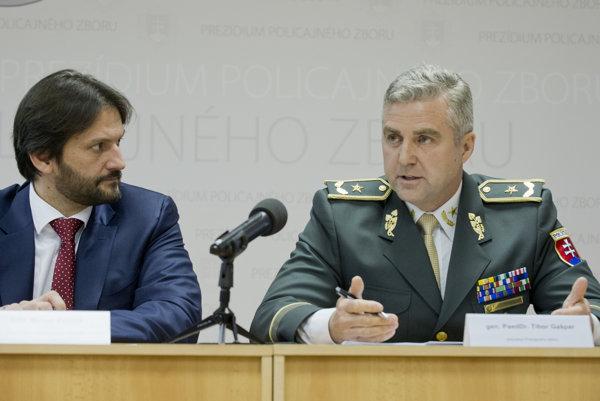 Minister vnútra SR Robert Kaliňák a prezident Policajného zboru Tibor Gašpar.